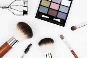 beauté féminine maquillage